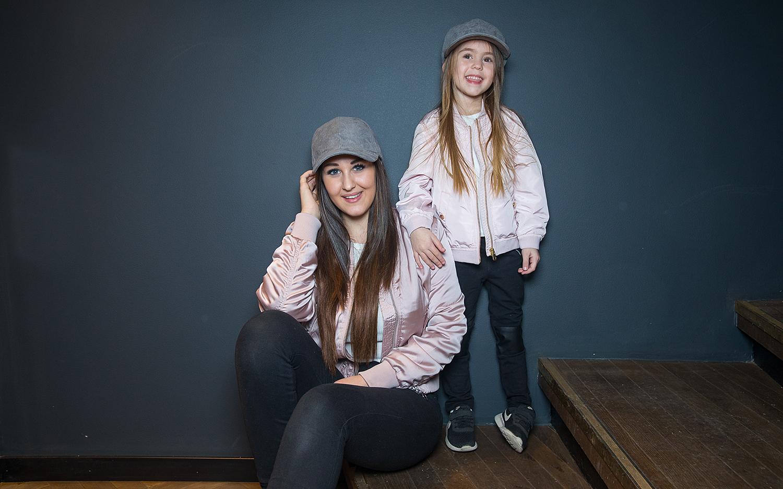 NORGES STØRSTE BLOGGER: Anna Rasmussen Sammen Med Datteren Michelle. FOTO: ESPEN SOLLI / TV2