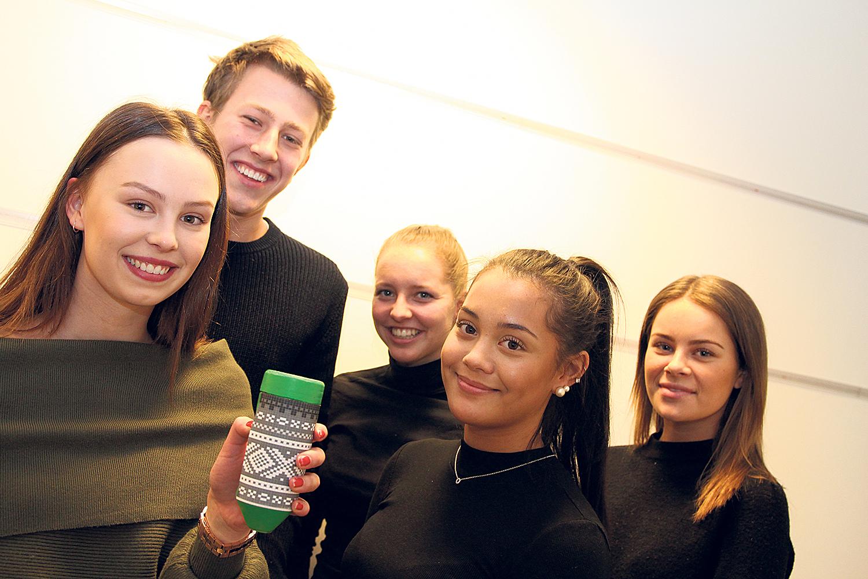 EAM: Dette Laget På Fem Jobber For å Selge Ideen Om En Blyantformet Dispenser For Kaffe Og Kaka.