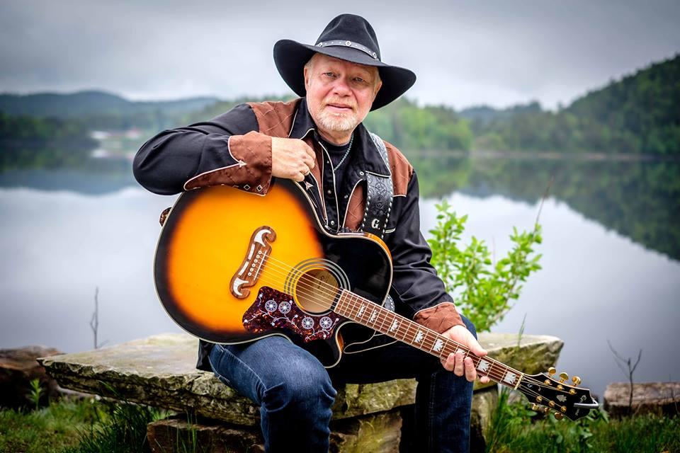 MUSIKALSK REISE: Countryartist G. Thomas Tar Publikum Med På En Reise Gjennom 35 år Som Artist. Pressefoto