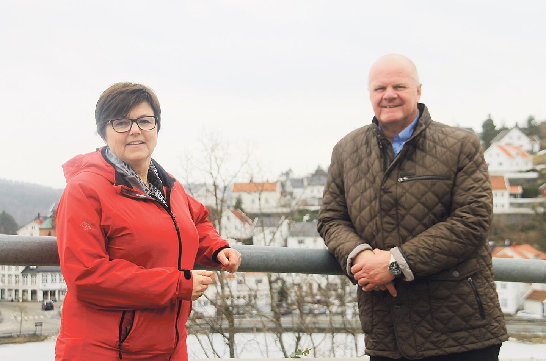 ØNSKER VELKOMMEN: Anne Torunn Hvideberg Og Jan Dukane Håper Mange Vil Etablere Seg I Tvedestrand Kommune De Kommende årene.