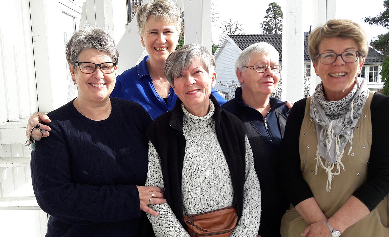 SAMLET INN 47.000 KRONER: Kvinnene I Rebekkaloge Fortuna Samlet Inn 47.000 Kroner Til Redningsselskapets Nye Redningsskøyte. Foto: Privat