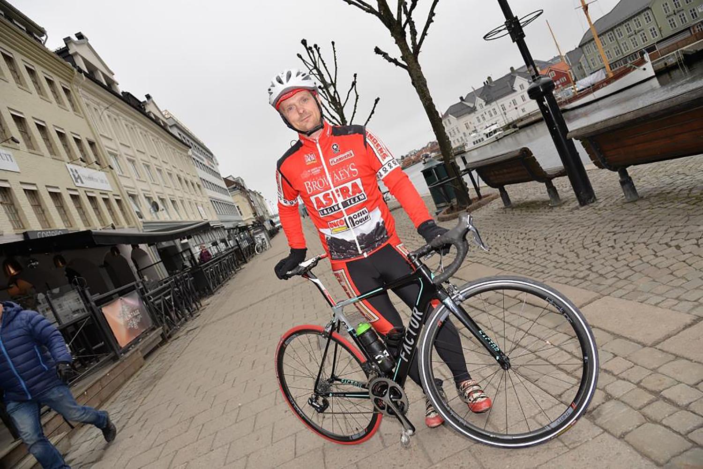 SYKKELFEST: Peter Jensen ønsker å Skape Ny Sykkelfest I Arendal Sentrum. Torsdag, Og Nå Inviterer Han Til Sykkelritt Både For Familier, Mosjonister Og Aktive Syklister.