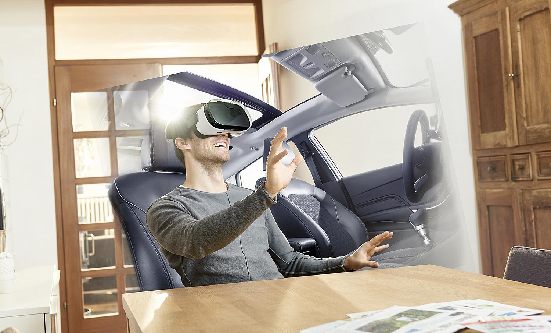 PRØVEKJØRING I EGET HJEM: Bruken Av Virtuell Virkelighet (VR) Vil Totalt Endre Hvordan Du Prøvekjører Og Kjøper Bil I Fremtiden. Foto: Ford Norge