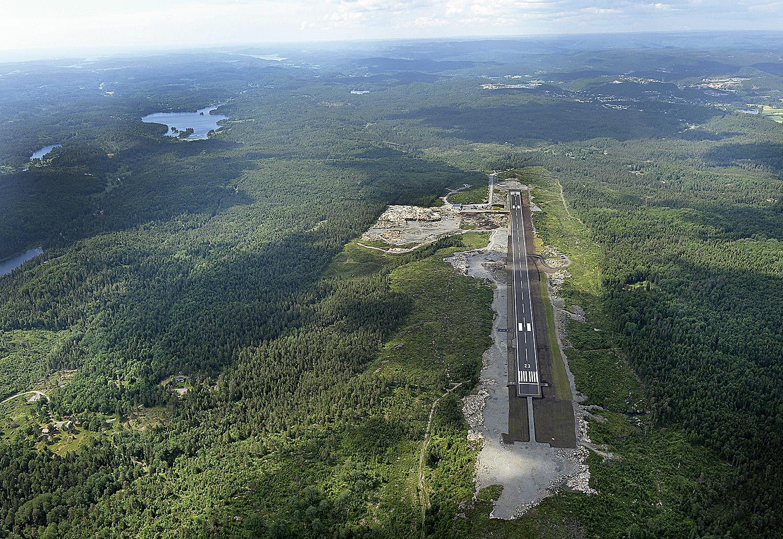 NY FLYPLASS: Arendal Lufthavn Gullknapp Ligger Tre Kilometer Fra Det Kommende Fengselet På Blakstadheia Og Har Offisiell åpning 17. Juni.