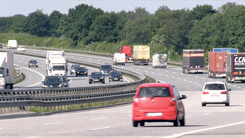 Nordmenn Sprenger Bildekk På Autobahn