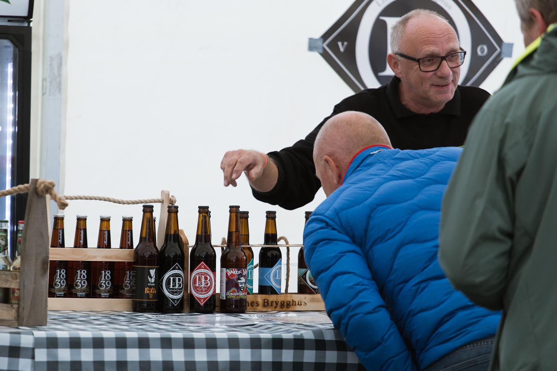 ØLFEST: Over 400 Mennesker Samlet Seg På Hovden Under Den årlige ølfesten. Foto: Stine Prøitz Jørgensen