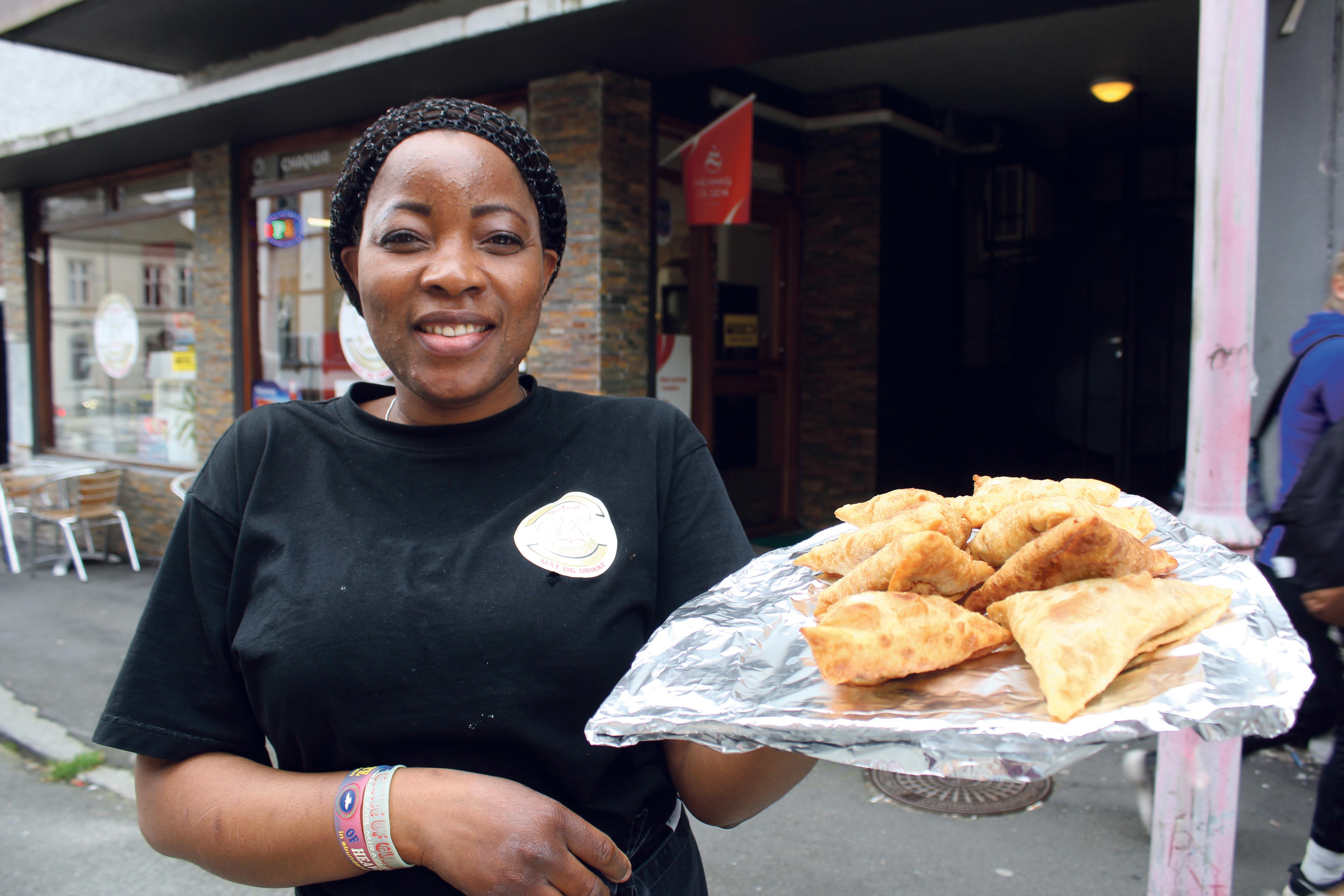 Nigeriansk Mat: I Tillegg Til Dette Slår Også Hjemmelaget Lasagne An På Gatekjøkkenet Til Rosemary.