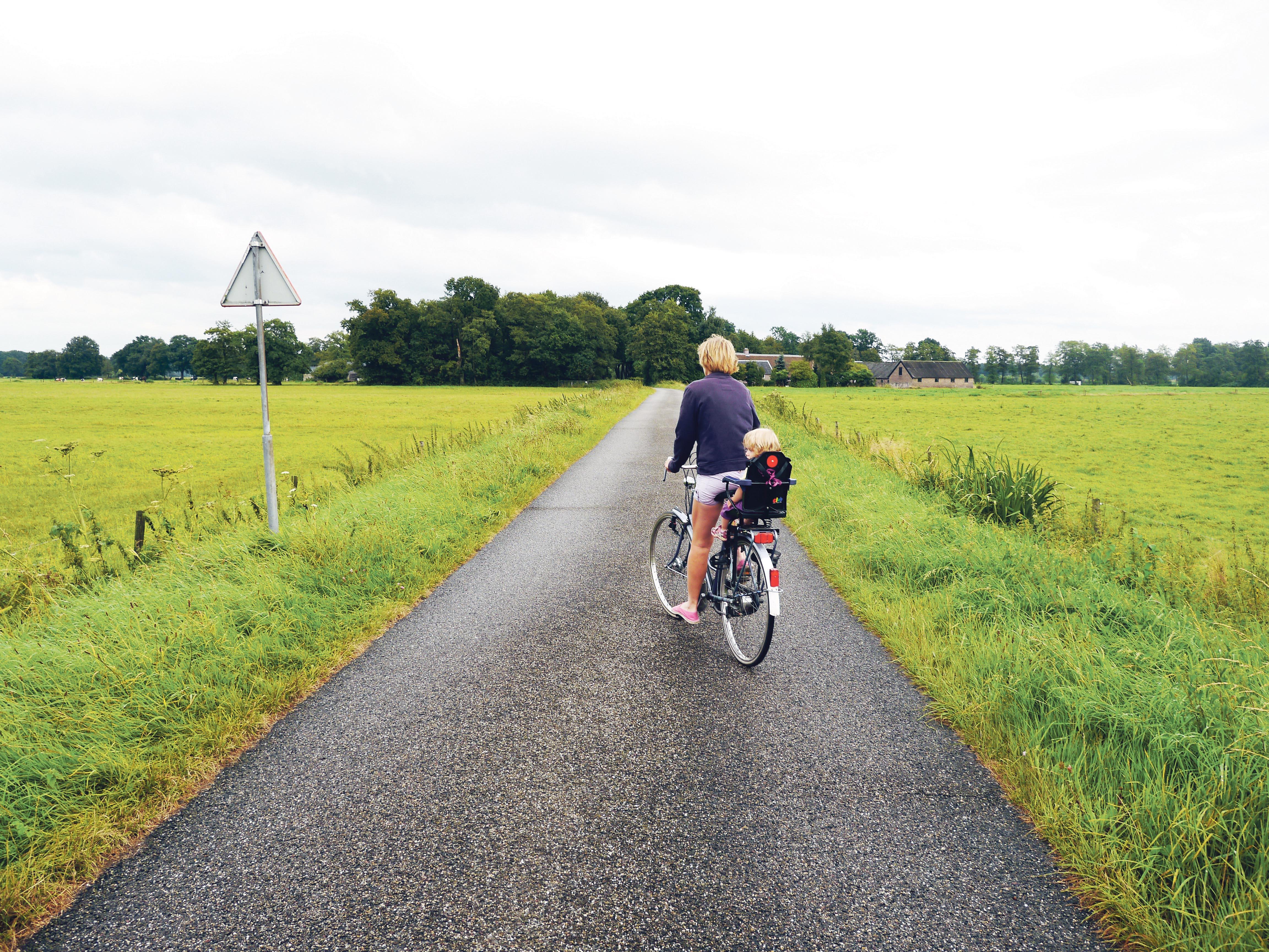 FREDFULLT: Fredfulle Landeveier Og Skogsstier Er Det Mange Av I Nederland – En Gave Til Syklister.