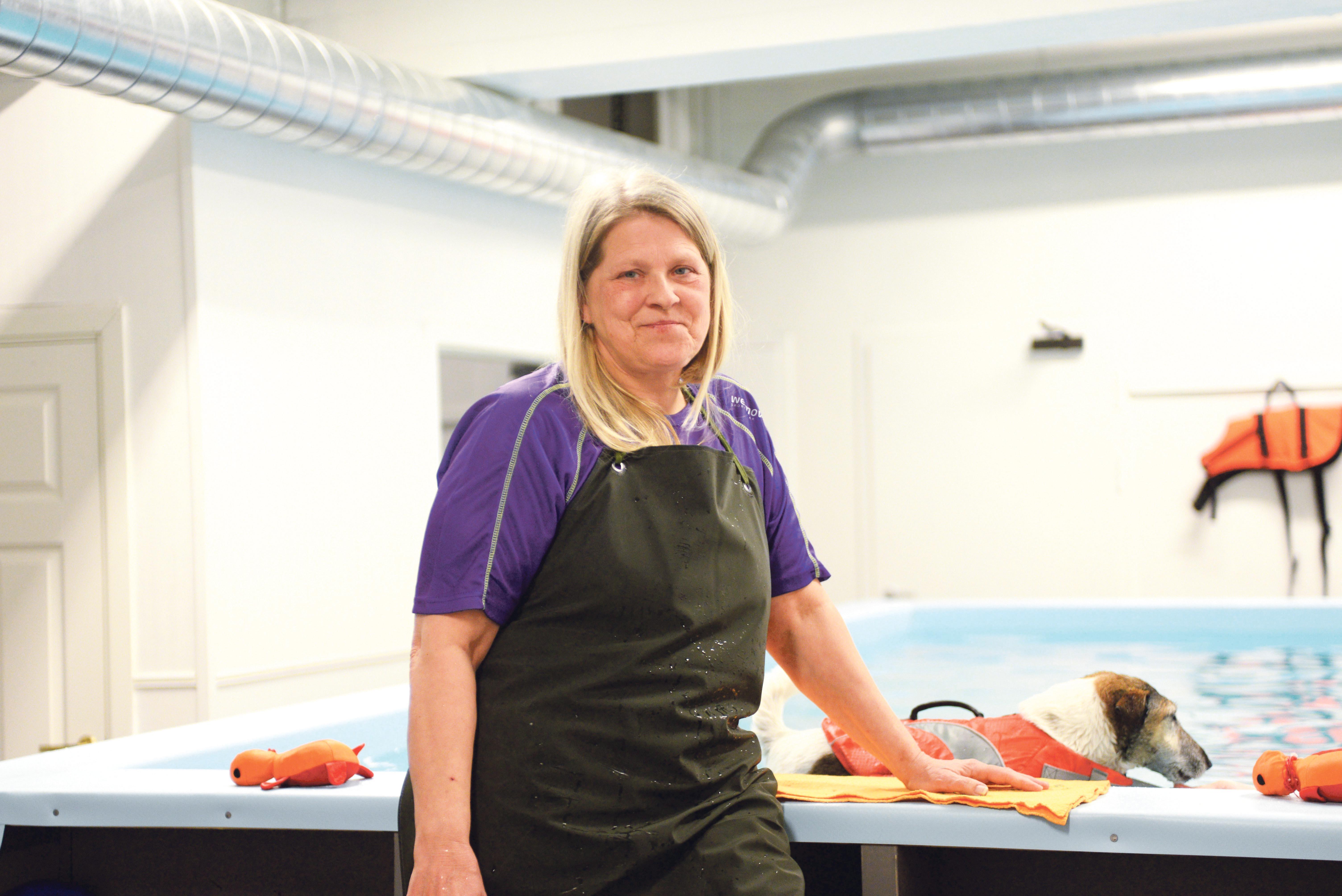 HUND: Bente Dahl Driver Hundens Multihus Sammen Med Trine Lill Trondsen.