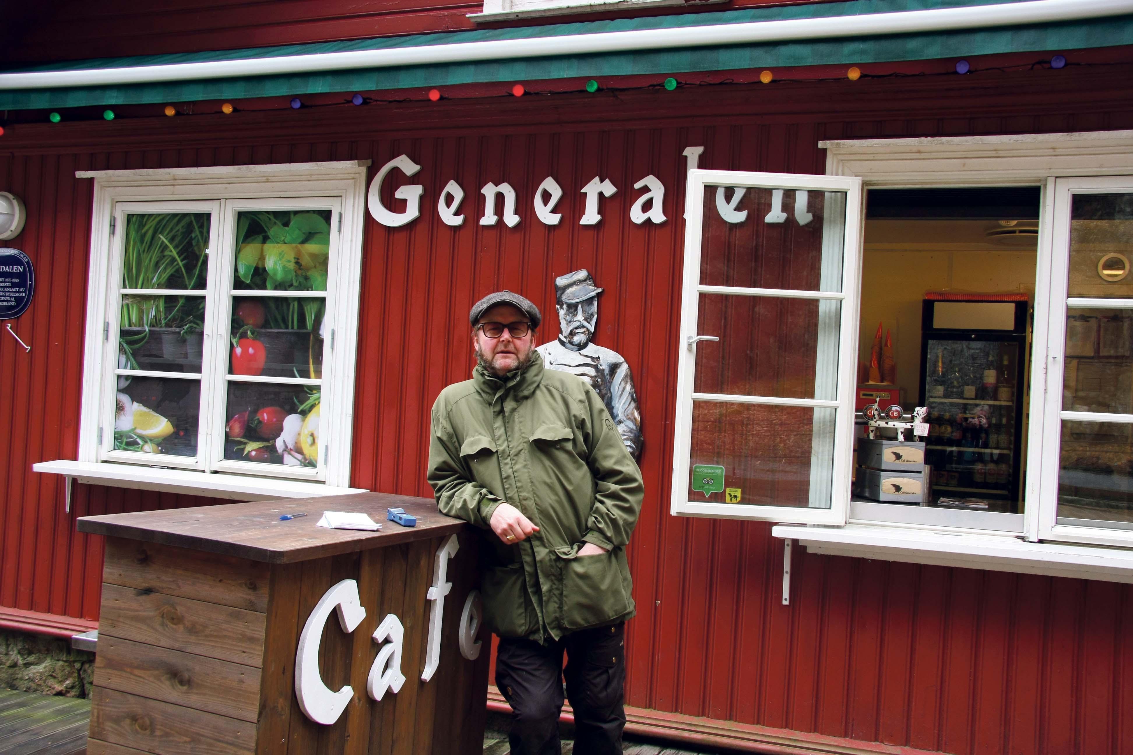 En Entusiastisk Frank Marvin Moe Forteller At Cafe Generalen I år Har 15 års Jubileum, Og At Konsertprogrammet Er Tidenes Beste.
