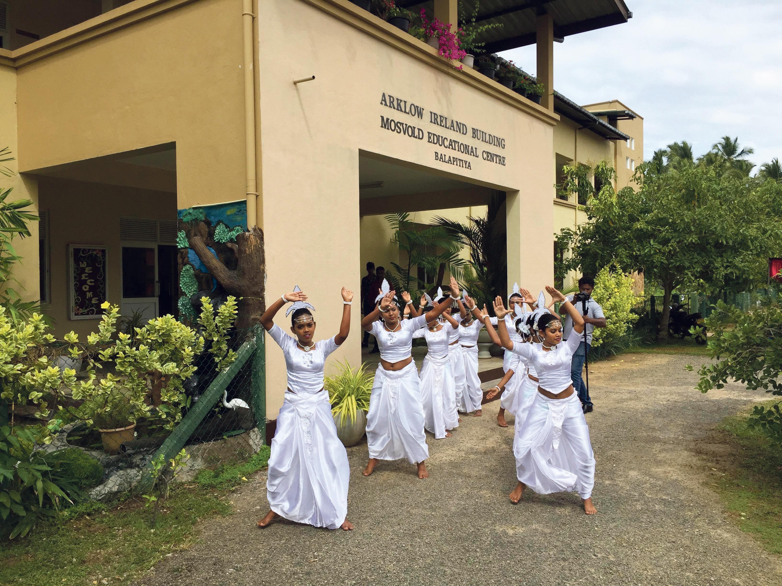 UTDANNING FOR JENTER: Ferieparadiset I Sri Lanka Ble Til Noe Mer. Her Er Mosvolds Utdanningssenter For Jenter.