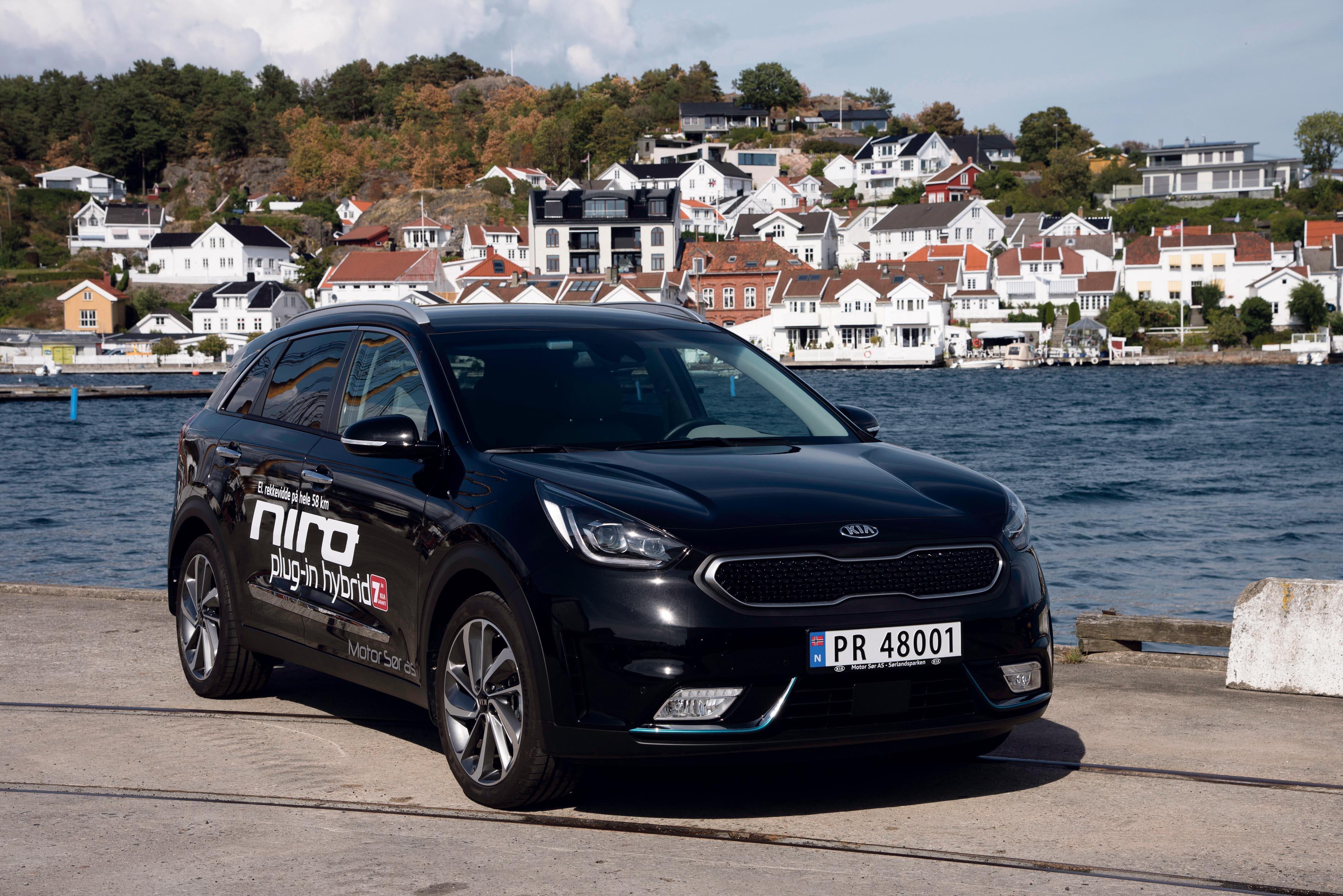 CROSS-OVER: Kia Niro Hører Til Blant Kompakt-SUV'ene Og Fremstår Som En Praktisk Bil Som Ikke Skriker Etter Oppmerksomhet På Grunn Av Sitt Utseende.