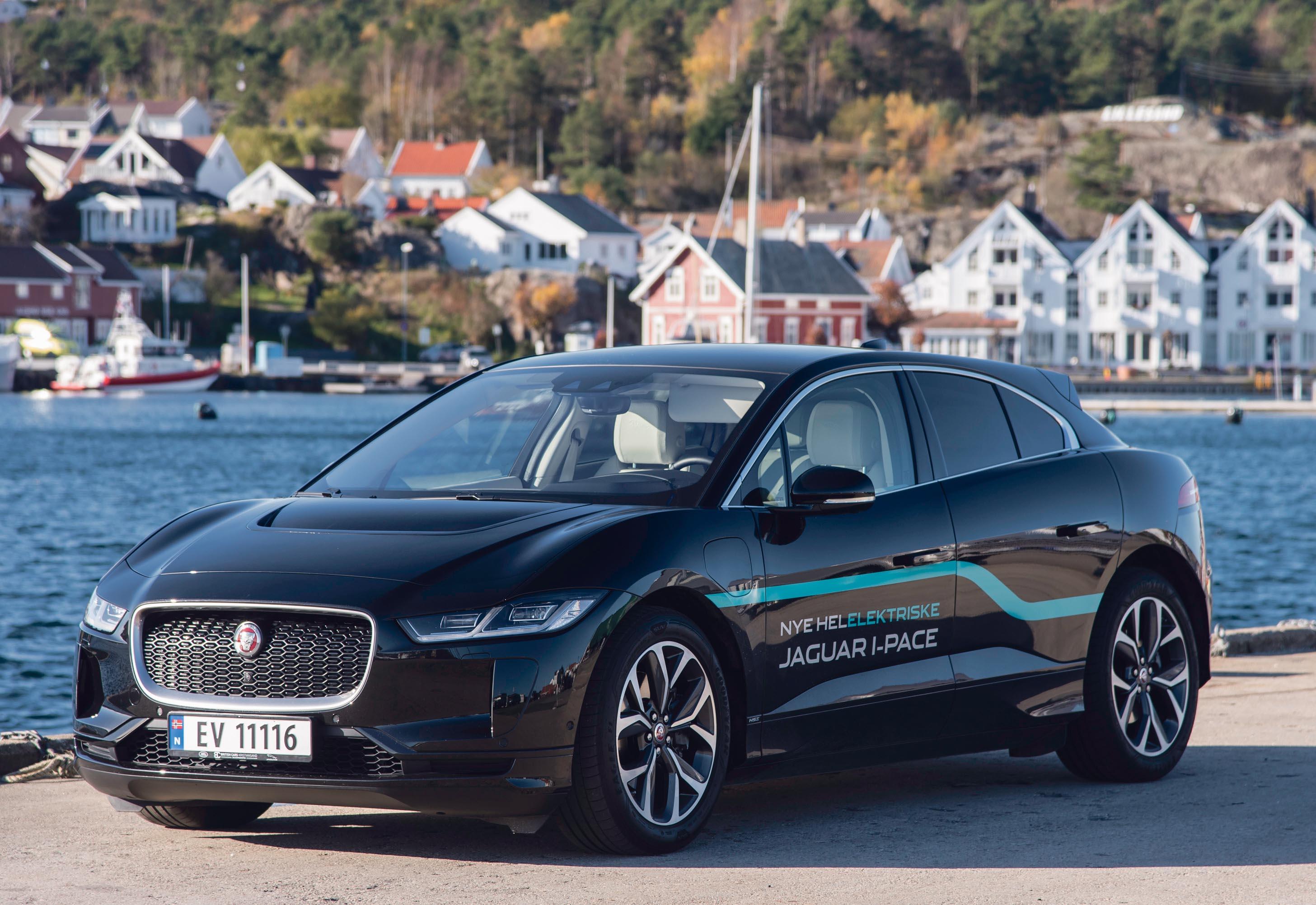 SUV MED SPORTSGENER: Jaguar Fornekter Seg Ikke Med Lav Linjeføring Og Kraftfull Fremtoning, Dette Er Bare Lekkert.  I-Pace Minner Om Det Spenstige Kattedyret I Angrepsposisjon.