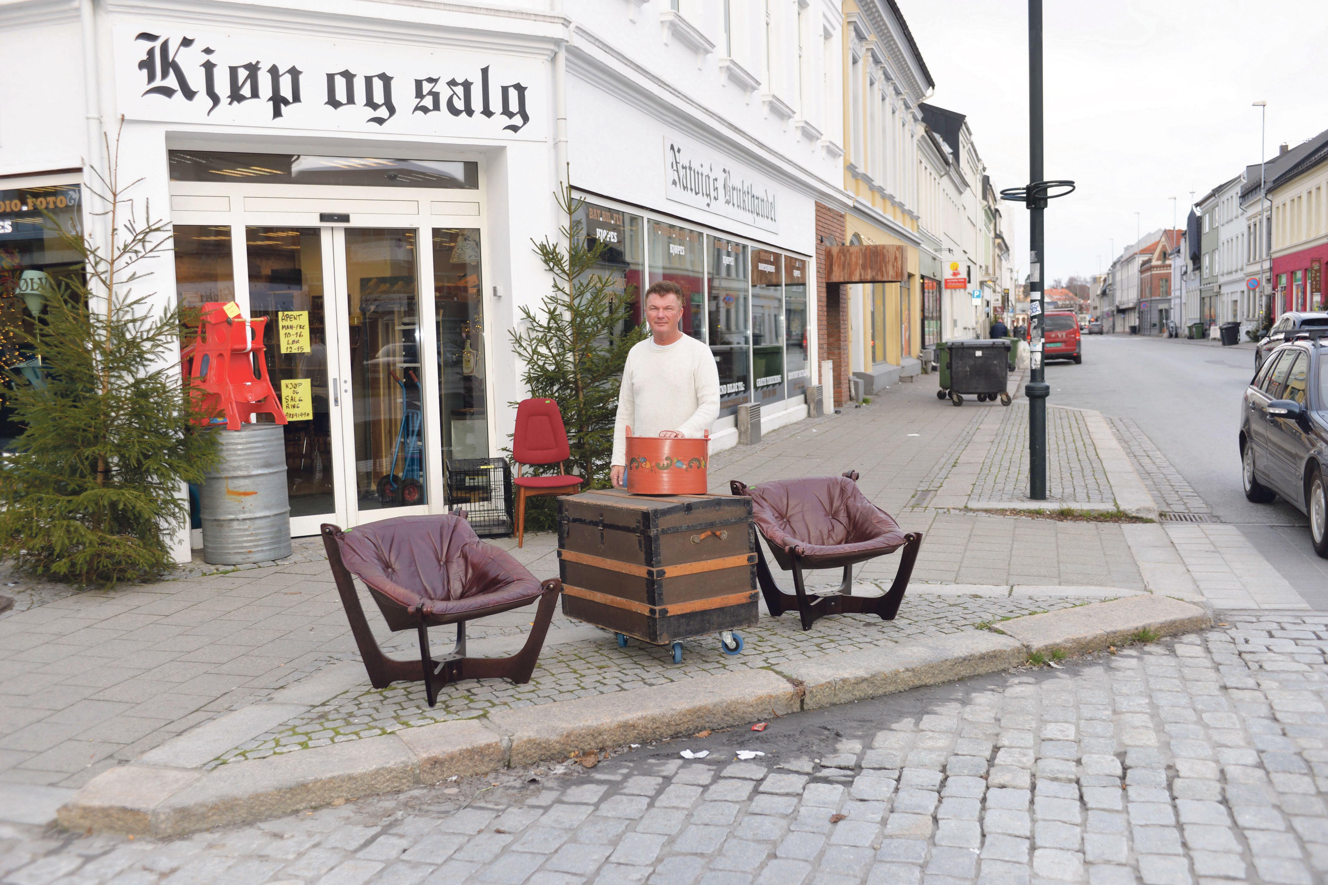 BUTIKK: Gordon Natvig Er Tredje Generasjons Brukthandler Og Auksjonarius Og Har Drevet Butikken Siden 1990.