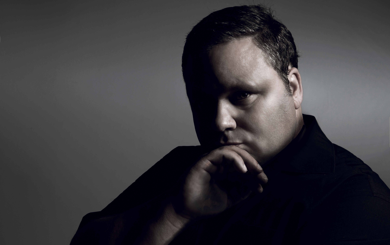 DESEMBER: Paul Potts Ble Kjent Da Han Vant Britain´s Got Talent I 2007. I Desember Holder Han Julekonsert På Kilden Sammen Med Danske Kirstine Bonde.