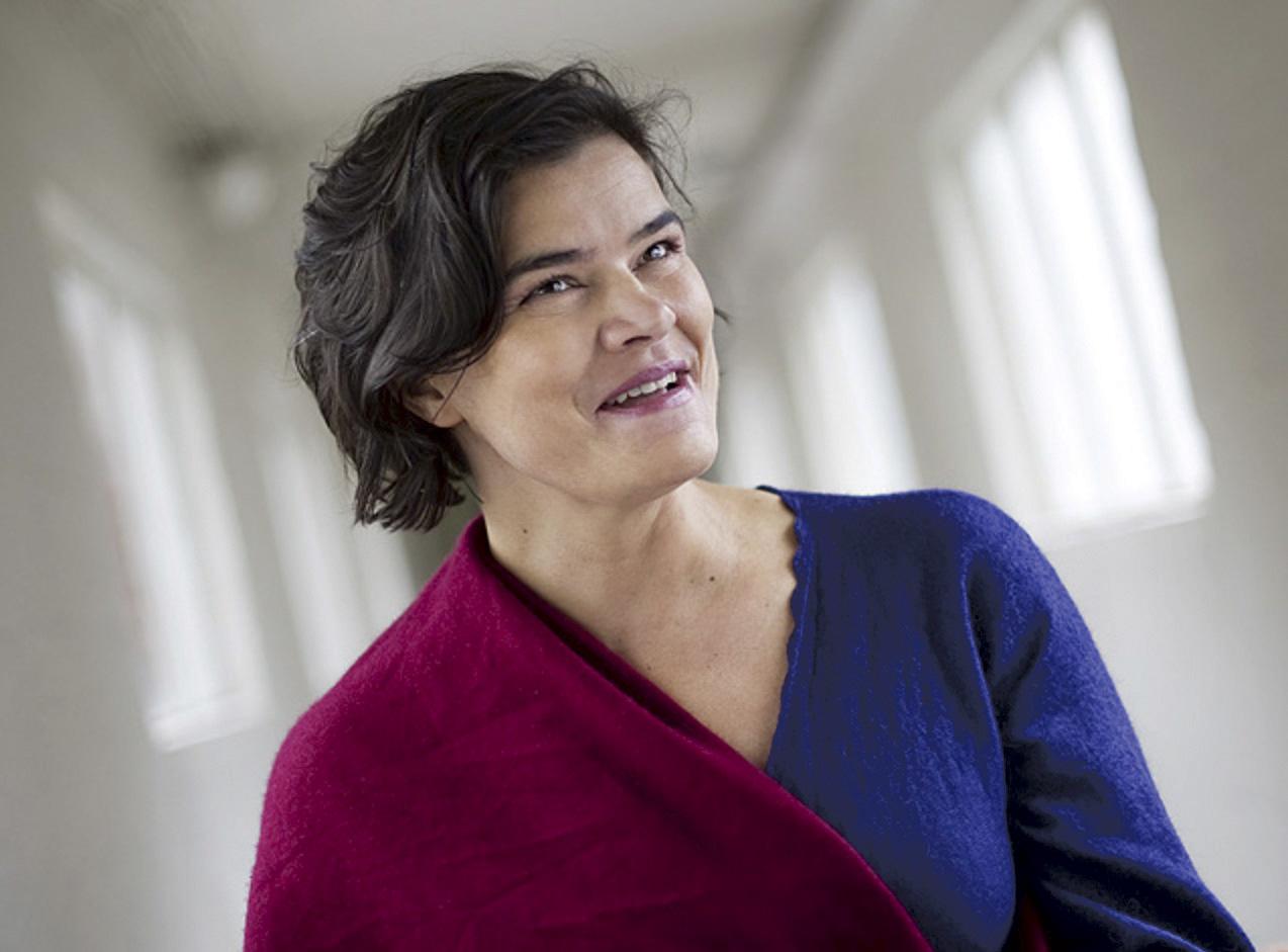 UNDERVISER: Sonia Loinsworth Har Undervist I Sang Og Nærværstrening (mindfulness) Over Hele Norge Og I De Store Byene I Europa Gjennom 15 år. Foto: Lasse Berre.