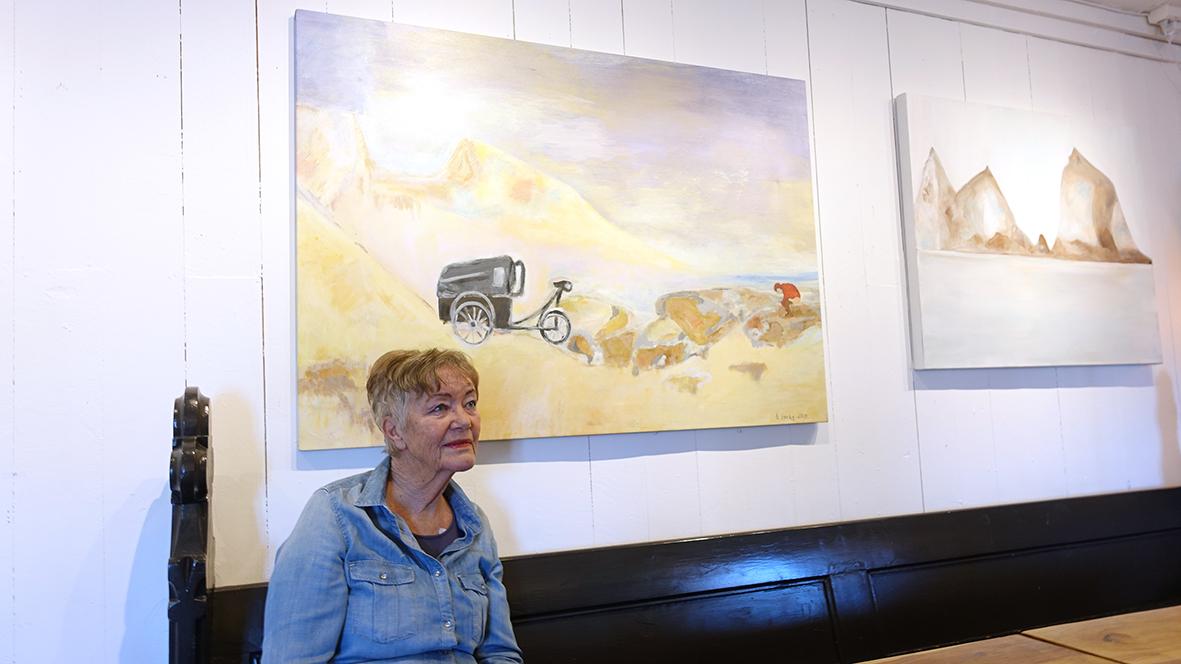 DEBUTANTEN: Birgit Sørby Holder Kunstutstilling Ved Café Portalen. Utstillingen Varer Ut Mars Måned