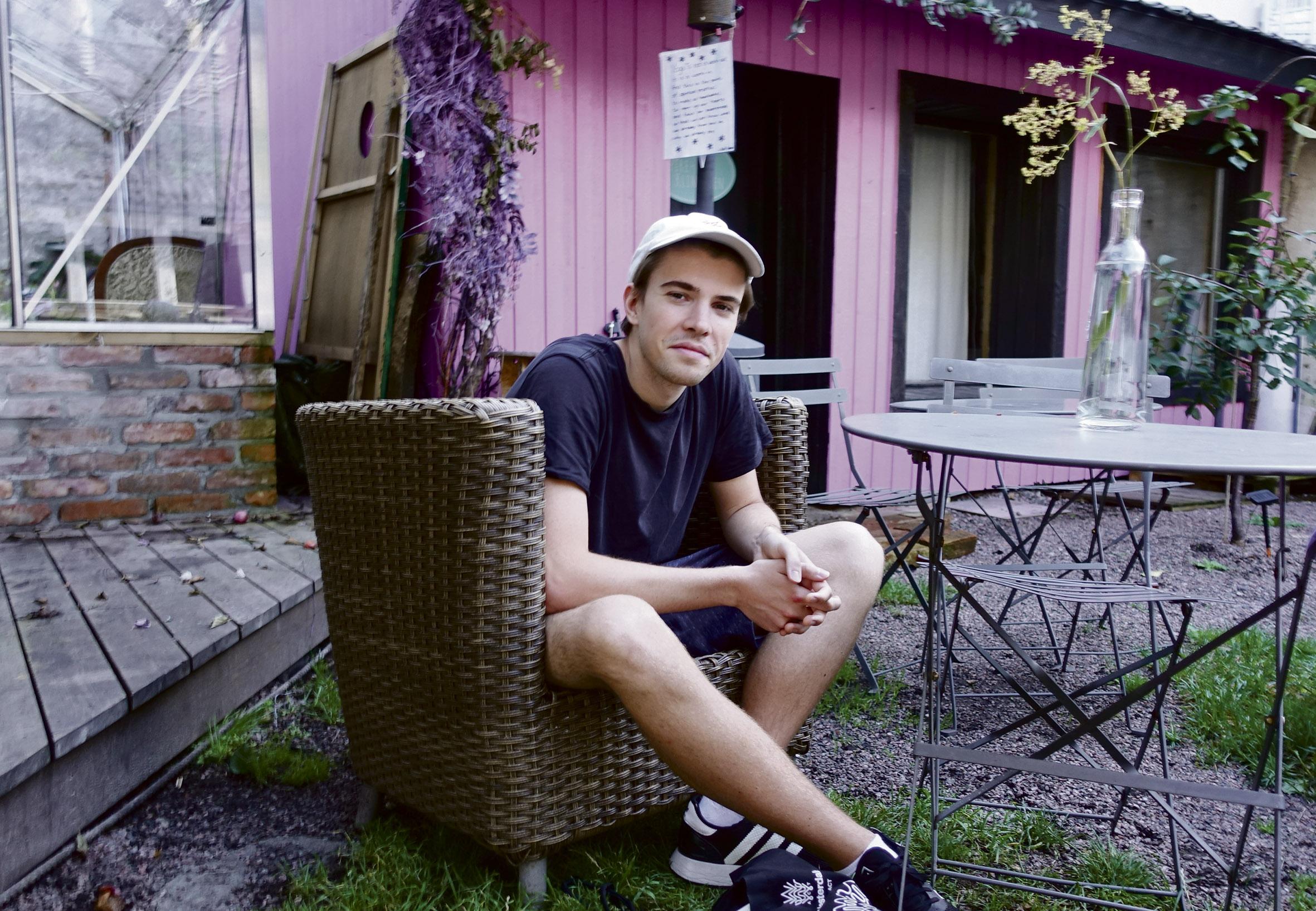 OPPTRER HER: Den Prisvinnende Artisten Andreas Loinsworth Opptrer Her I Spiregården Fredag 30. August.