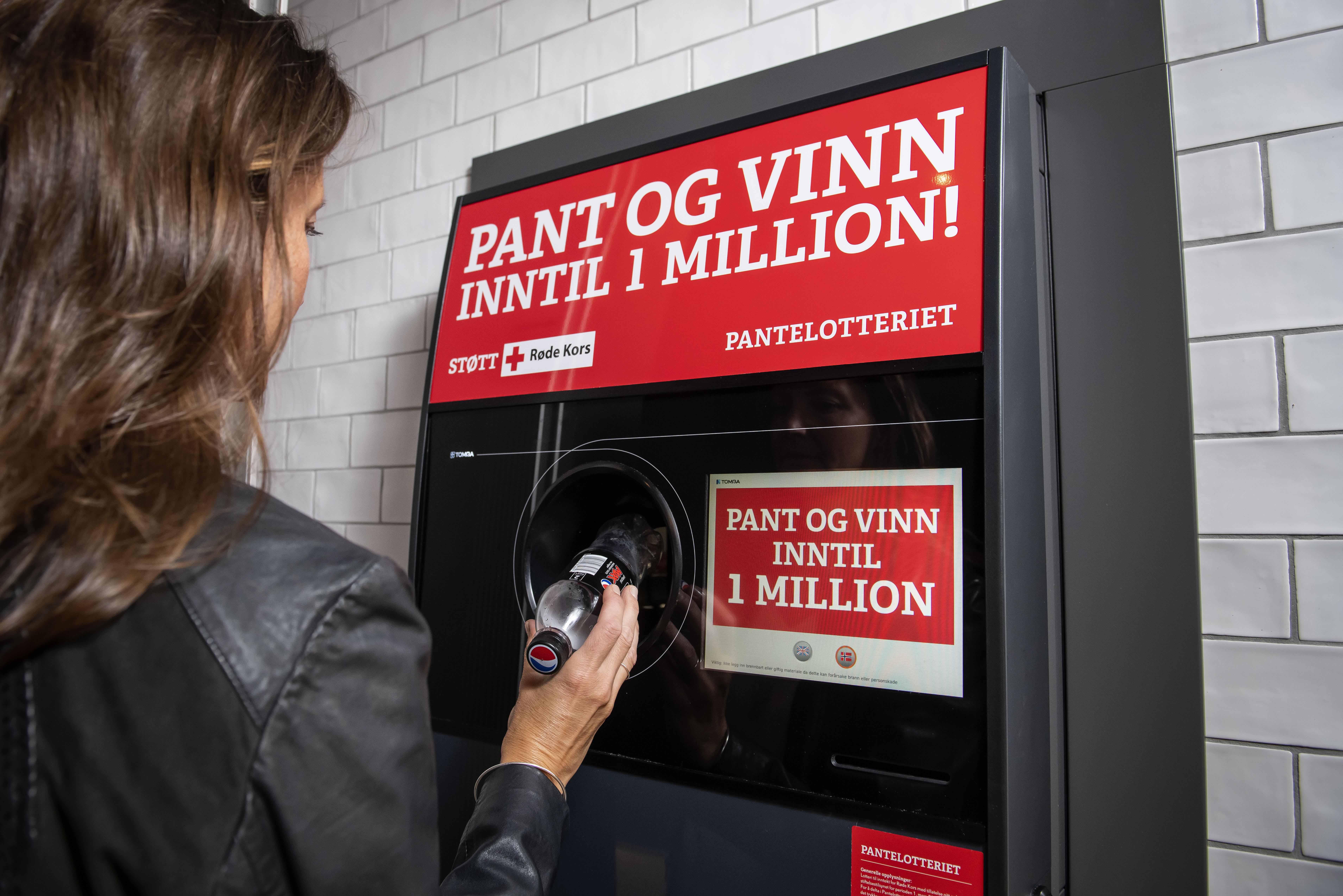 PANTEGEVINST: Røde Kors Fikk Nesten 90 000 Flere Pantekroner I Juli Sammenlignet Med Samme Måned året Før. Foto: Katrine Lunke
