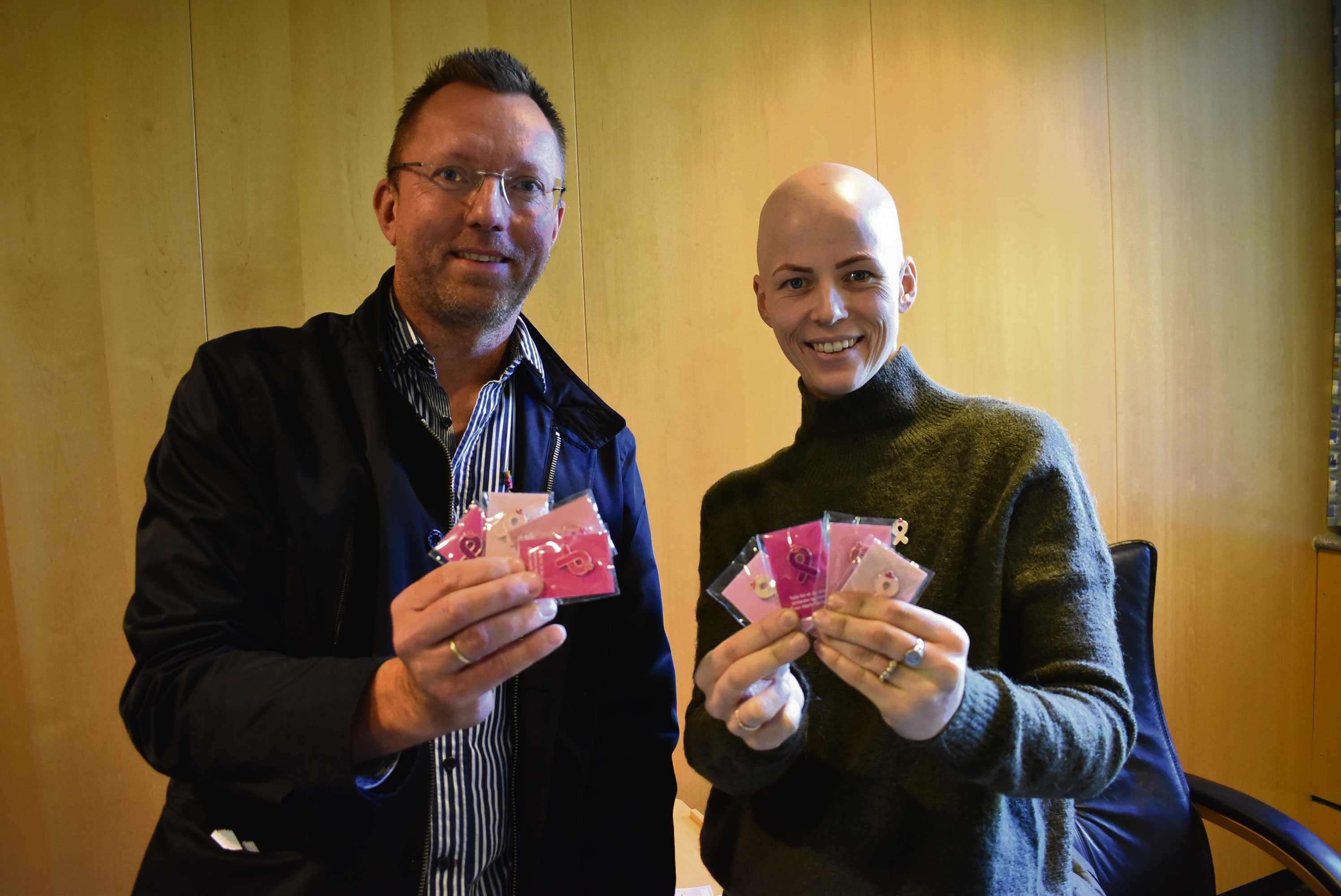 ROSA SLØYFE: Geir O. Wehus Fra Kreftforeningen Og Christine Irene Sævig Er Sammen Om Rosa Sløyfe-aksjonen.