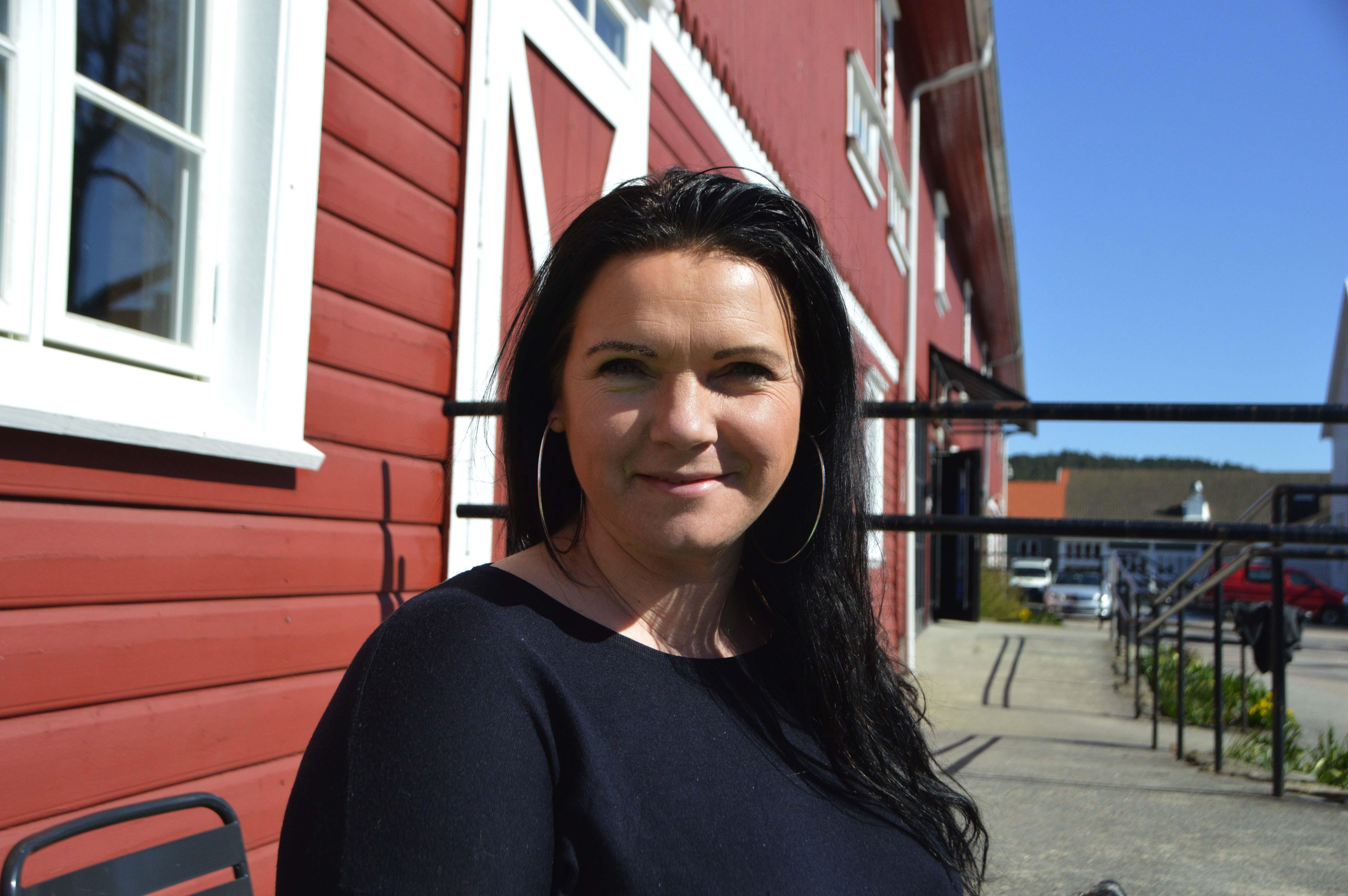 ÅPEN SCENE: Søndag 13. Oktober Inviterer Silje Fjeldbraaten Nilsen Til Åpen Mikrofon På Søgne Gamle Prestegård.