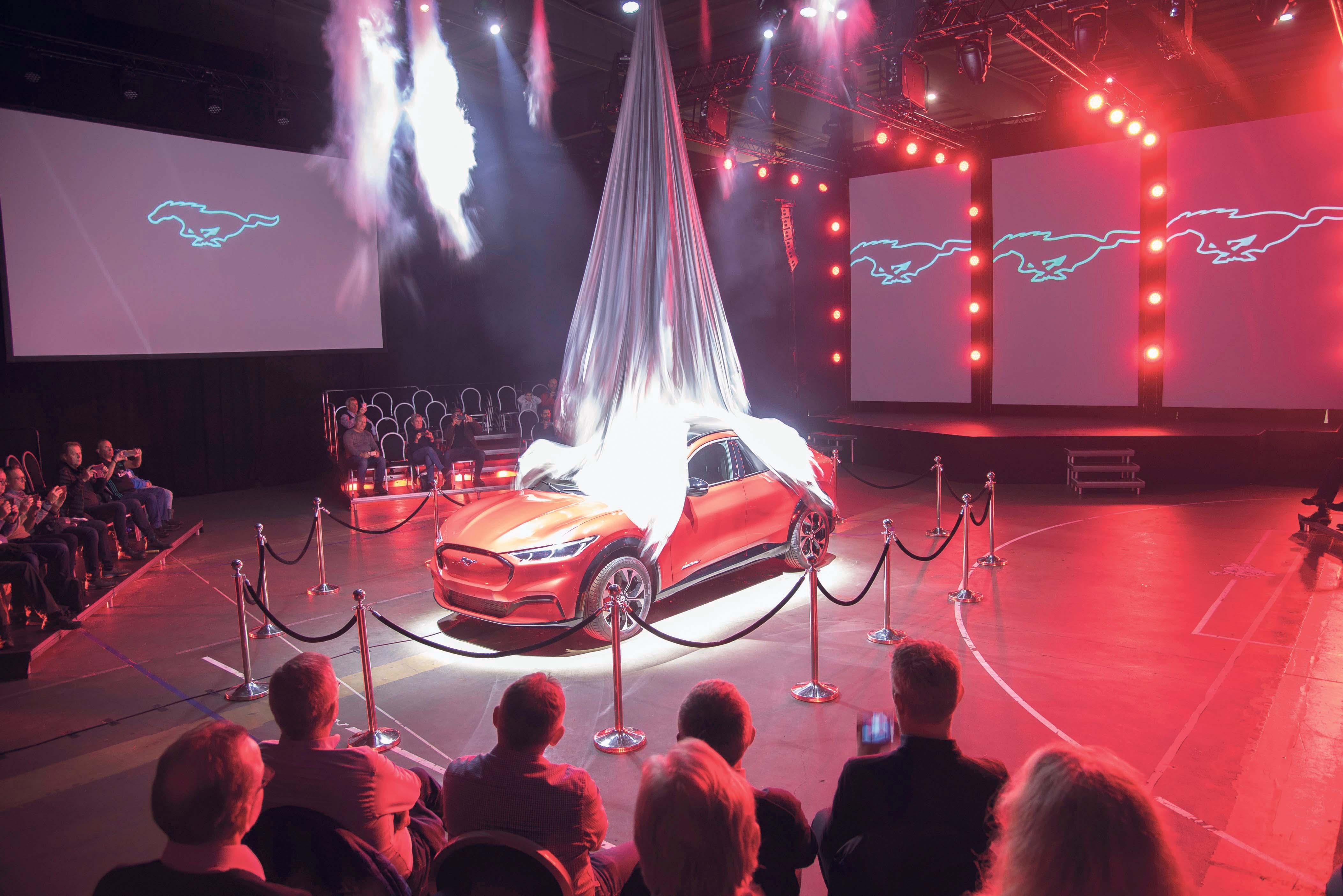 SANNHETENS ØYEBLIKK: I En Orgie Av Lyd, Lys Og Røyk Ble Splitter Nye Mustang Mach-E Presentert For Et Begeistret Publikum På Tjuvholmen I Oslo.