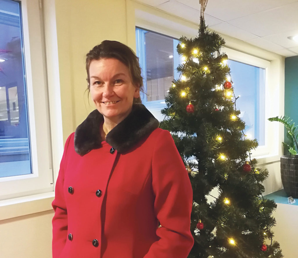 KLAR FOR JUL: Ingen skal si at Lillian Røssaak ikke er glad i julen.