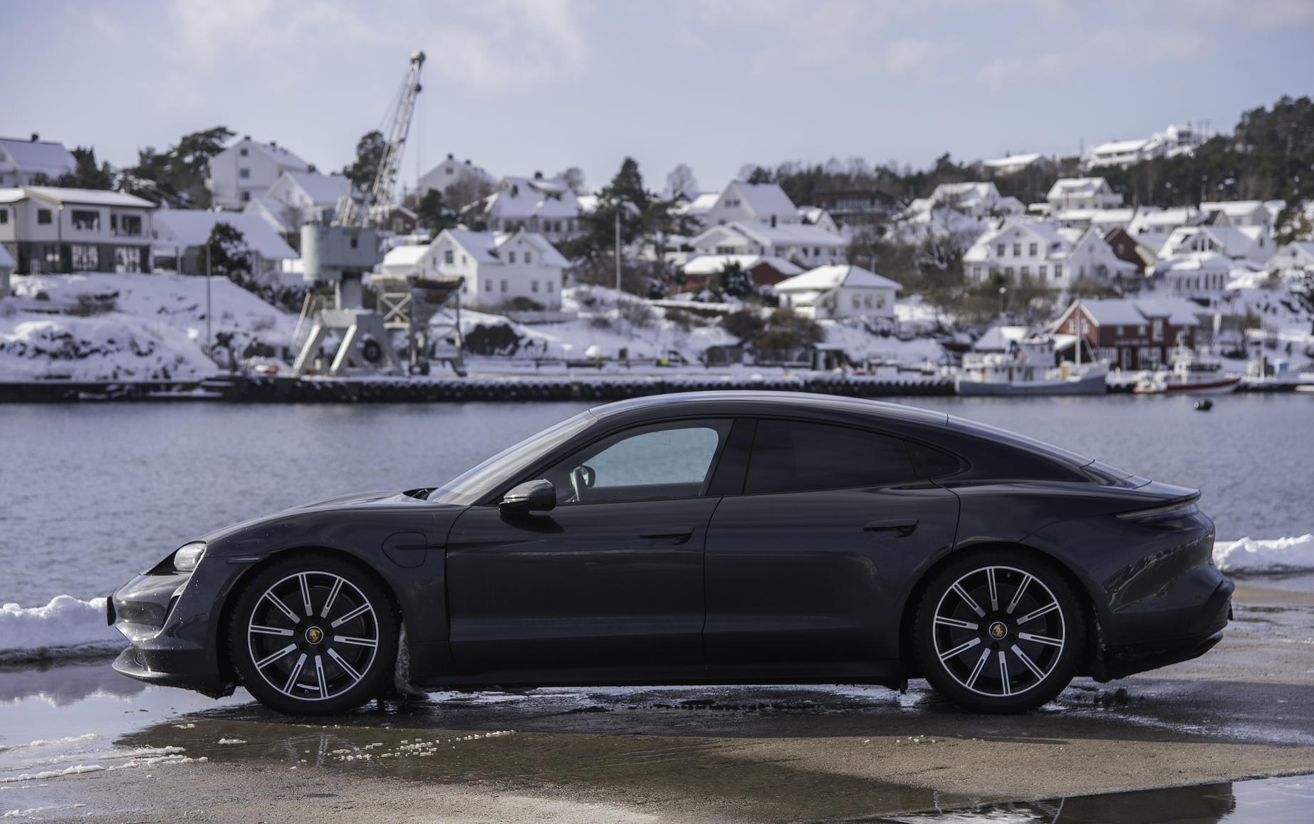 ARV VIDEREFØRT: Det Er Liten Tvil Om At Det Er En Porsche Vi Har Med å Gjøre. Linjeføringen Fra 911 Er Mesterlig Videreført I Elektriske Taycan.