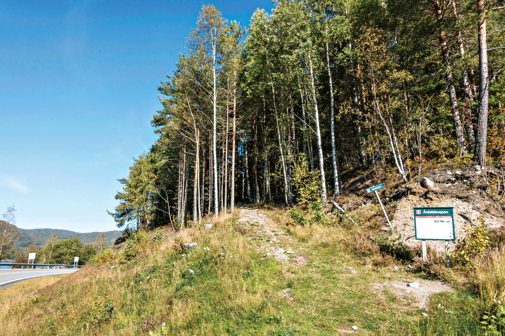 STARTPUNKT: Godt Merka Med Infoskilt i Svingen Ved Neset Camping.