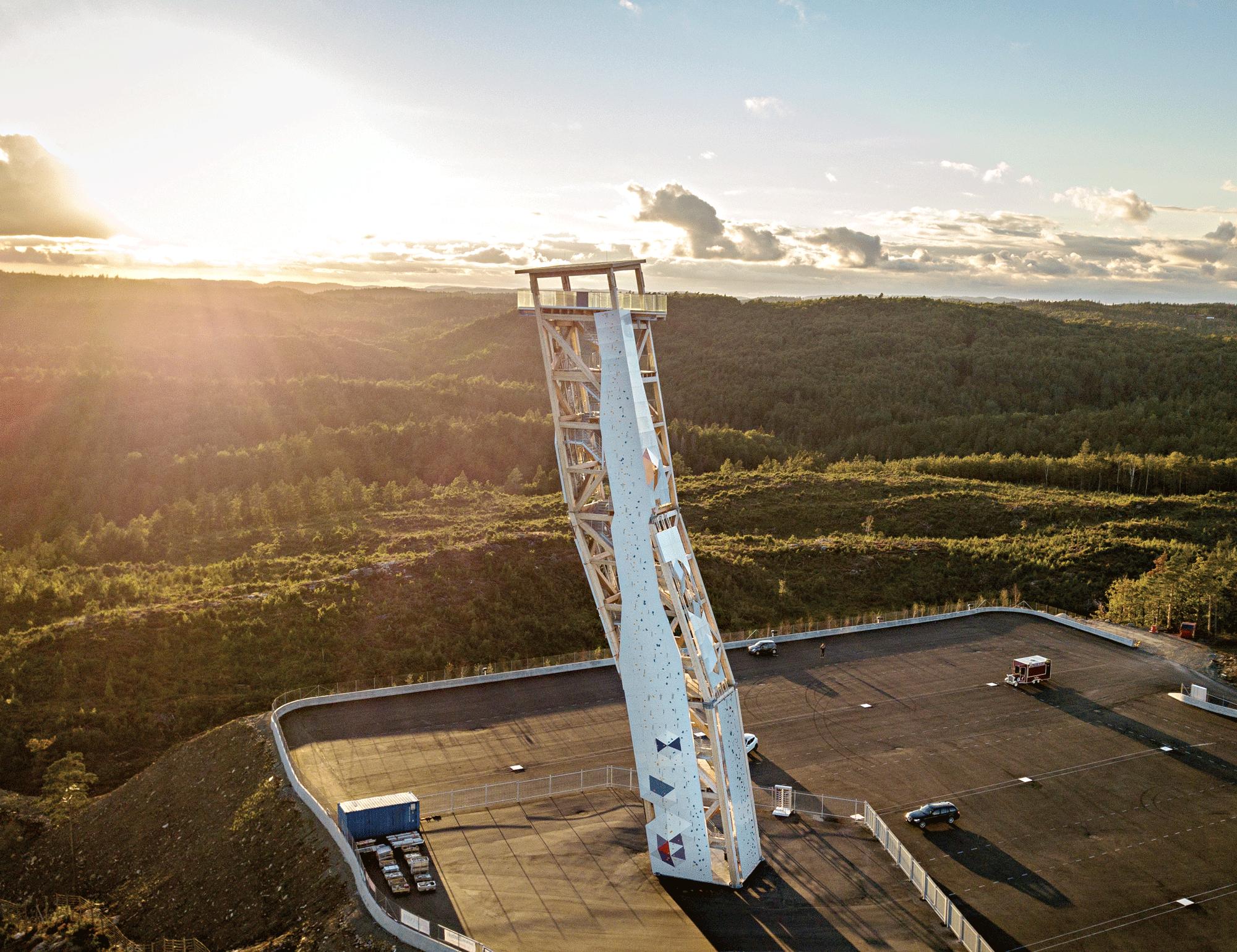 HØYT: Tårnet Som Er Hele 47 Meter Høyt Og Heller Ti Meter Gir En Utsikt Halvveis Til Danmark. Foto: Tore Næss/OVER